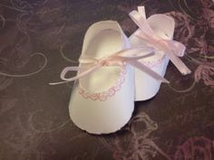 Paper baby shoes from Cricut Artiste cartridge