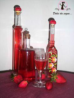 Provate questo liquore alle fragole, é ottimo servito ghiacciato!La fragola è un frutto di stagione molto amato. Dolcissima e bella ha un altissimo potere Cocktail Drinks, Alcoholic Drinks, Cocktails, Beverages, Gelato, Almond Paste Cookies, Homemade Liquor, Beautiful Fruits, Cocktail