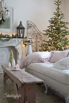 Romantic Christmas home by Janet of Shabbyfufu. Home tour featured on Shabbiliicous Sunday by Shabby Art Boutique.