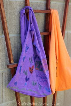T-Shirt Bag for Kids- Just because a t-shirt's old doesn't mean it's trash! Instead, try one of these awesome ways to upcycle t-shirts! There are a lot of great t-shirt DIYs to try! Upcycle T Shirts, Old T Shirts, Tee Shirts, T Shirt Yarn, T Shirt Diy, Cute Diy Gift Wrap, T Shirt Bracelet, Fabric Pen, Shirt Bag