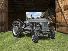 '44 Ford 2N 4-wheel drive Antique Tractors, Vintage Tractors, Vintage Farm, New Holland, Tractor Mower, Train Truck, Classic Tractor, Ford Tractors, Ford News