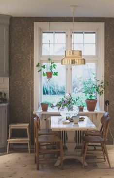 Tapet till köket Scandinavian Home, House Interior, House Architecture Design, Dining Room Style Inspiration, Dining Room Accent Wall, Home Deco, Home Decor, Dining Room Inspiration, Dining Room Style