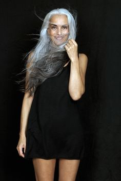 Close Models - Model Gallery of Female Models from the Leading UK Model Agency in London - Model Card for Yasmina Rossi Beautiful Old Woman, Beautiful People, Pelo Color Plata, Yasmina Rossi, Winter Typ, Silver Grey Hair, Gray Hair, Pelo Natural, Natural Hair Styles