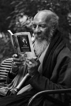 Richie Havens on Greenwich Street in Tribeca in 2011, reading The Cambridge Companion to the Sonnet