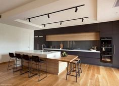 Are you building a new house? Or are you doing a kitchen renovation? It is important for you to know that industrial kitchens are now a trend in today's modern kitchen interior design. Best Kitchen Designs, Modern Kitchen Design, Interior Design Kitchen, Modern Bar, Home Interior, Contemporary Bar, American Kitchen Design, Modern Luxury, Contemporary Kitchens With Islands