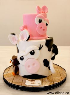 Des animaux de la ferme sur votre gâteau!  Farm animals on your cake! Beautiful Cakes, Amazing Cakes, Fondant Cakes, Cupcake Cakes, Farm Animal Cakes, Animal Birthday Cakes, Farm Cake, Novelty Cakes, Occasion Cakes