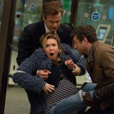 Über ein Jahrzehnt ist es her, dass Bridget Jones über die Kinoleinwand und direkt in unsere Herzen gestolpert ist. Doch jetzt kehrt sie zurück und diesmal kommt es für sie richtig dicke!