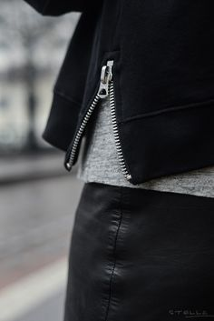 pay attention | zipper details #cleanlaundry