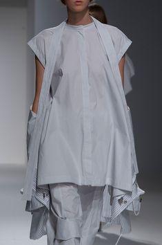 Hussein Chalayan at Paris Fashion Week Spring 2017 - Details Runway Photos Paris Fashion, High Fashion, Womens Fashion, Hussein Chalayan, Runway, British Style, Wedding Attire, Fashion History, Dress Skirt