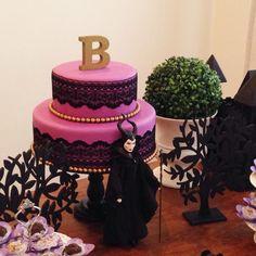 """Essa foi uma festa linda, que fizemos para uma """"criança"""" de 27 anos que queria uma festa de princesa. Amei <3"""