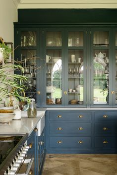 Love this darker peacock blue kitchen with brass hardware from deVOL kitchens. Love this darker peacock blue kitchen with brass hardware from deVOL kitchens. Family Kitchen, New Kitchen, Kitchen Dining, Kitchen Decor, Kitchen Layout, Kitchen Hacks, Kitchen Furniture, Wood Furniture, Island Kitchen