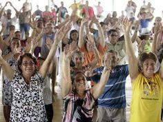 Sesc abre vagas para programa social com idosos no Amazonas  Serviço será realizado em unidades de Manaus e Manacapuru.  Programa oferece atividades de relaxamento, artesanato e recreação.  O Sesc Amazonas abriu inscrições para pessoas acima de 55 anos que desejam participar do programa 'Trabalho Social com Idoso' (TSI). O serviço é realizado em duas unidades do Sesc em Manaus e uma no município de Manacapuru.  As atividades do projeto iniciam no mês de março.