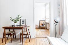 kök matbord vardagsrum soffa lampa växt konst