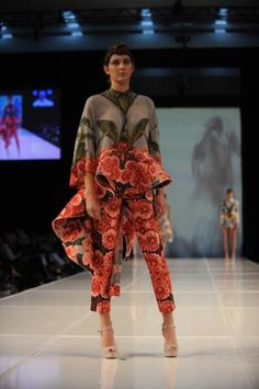One more design by Natalia Grzybowski as seen on the catwalk of the iD Dunedin 2012.