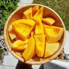 Bowl of pure deliciousness..soo good. Simple cantaloupe snack. Sommertime i love you so much.  #rawfood #rawvegan #crudivegana #fruta #puravida #puregoodness #eatrealfood #vegano #fortheanimals #veganeats #fortheplanet #plantbased #plantpowered #compassion #formyhealth #comidavegana #wholefoods #foodstagram #vegancommunity #swissvegans #proudtobevegan #instafood #vegansofig #rohvegan #rohkost #happysummer #thebest