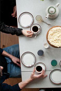 I want those retro ceramics - photo Hilda Grahnat. Coffee Date, Coffee Break, Morning Coffee, Kinfolk Style, Kinfolk Magazine, Food Photography Props, Coffee And Books, Fika, Food Design