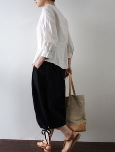Envelope.co.jp - 2013 - Lisette - Dora - Loose culottes with balloon silhouette. This culottes is woven with different width linens. Machine-washable with a net bag.