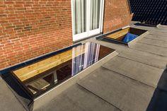 3 veranda daklichten met veiligheidsglas naast elkaar in een fraaie #overkapping Flat Roof, Jacuzzi, Pergola, Sweet Home, Villa, New Homes, Stairs, Lounge, Skylights