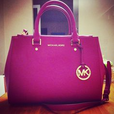 Welcome to our fashion Michael Kors outlet online store, we provide the latest styles Michael Kors handhags and fashion design Michael Kors purses for you. High quality Michael Kors handbags will make you amazed. Boutique Michael Kors, Sac Michael Kors, Cheap Michael Kors, Michael Kors Outlet, Handbags Michael Kors, Michael Kors Hamilton, Moda Fashion, Fashion Bags, Fashion Site