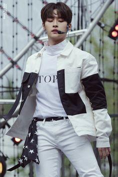 My wonder 👦 Lee Minho Stray Kids, Lee Know Stray Kids, K Pop, Shared Folder, Fandoms, Lee Min Ho, Kpop Boy, South Korean Boy Band, K Idols