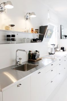 Kitchen / Modern / Scandinavian / Black and white / Artemide Tolomeo / Vipp