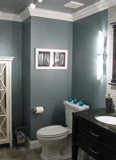 I really like this dark blue/gray color Benjamin Moore Smokestack Gray. @ DIY Home Design.maybe for the kids/guest bathroom Diy Casa, Grey Bathrooms, White Bathroom, Simple Bathroom, Bathroom Green, Bathroom Modern, Frog Bathroom, Bathroom Island, Masculine Bathroom
