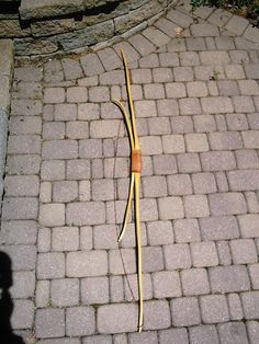 The Penobscot Bow---- A complex tool shows that the people creating/ using this tool had leisure time to think and create such tools, the excellent book Penobscot Man seem to bear this out. Survival Shelter, Survival Gear, Survival Quotes, Outdoor Survival, Outdoor Camping, Traditional Recurve Bow, Bow Hunter, Archery Bows, Archery Equipment