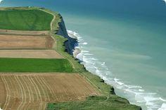 Cap Blanc-Nez - FRANCE -Falaises spectaculaires de craie et terres agricoles du cap Blanc Nez sur la Manche - See more at: http://www.hunt-a-home.fr/guide-des-regions-francaises/nord-pas-de-calais.php#sthash.n257dt2U.dpuf