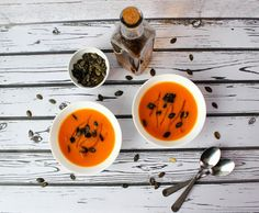Light carrot soup with coriander, pumpkin seeds and celery. Great as a starter. Fruit Soup, Carrots And Potatoes, Carrot Soup, Fried Vegetables, Carrot Recipes, Arugula Salad, Fresh Coriander, Dinner Dishes, Lactose Free
