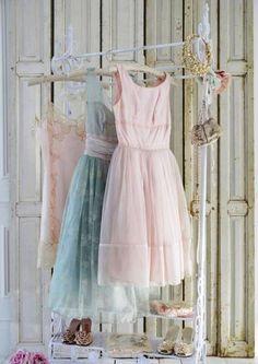 Shabby Chic faded white blending fashion and decor Vintage Prom, Vintage Dresses, Vintage Outfits, Vintage Fashion, Pretty Outfits, Pretty Dresses, Beautiful Outfits, Beautiful Things, Beautiful Pictures