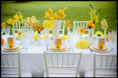 The Party Table: 25 Entertaining Themes for Your Next Event Yellow Wedding Colors, Yellow Flowers, Yellow Weddings, Yellow Bouquets, Flowers Vase, Colorful Roses, Orange Wedding, Wedding White, Pretty Flowers