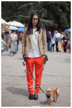 Black shoes, #orange #trousers, blazer. Street women fashion @roressclothes closet ideas