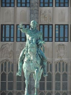 Washington statue in front of Washington Hall at West Point