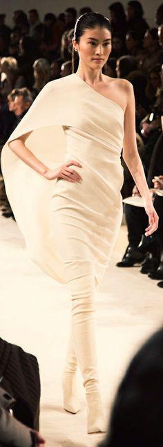 The catwalk Ralph Lauren Couture Fashion, Runway Fashion, Womens Fashion, Foto Fashion, High Fashion, Ralph Lauren, Beautiful Gowns, Beautiful Outfits, Fru Fru