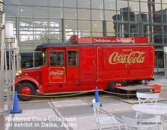 Restored Coca-Cola truck in Daiba Japan by cokestories Antique Trucks, Vintage Trucks, Coca Cola Poster, Cocoa Cola, Coca Cola Decor, Always Coca Cola, Vintage Coke, Panel Truck, Old Tractors