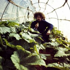 Carlo Caldini in the vegetable garden, S-Space Mondial Festival,1971 © Gruppo 9999