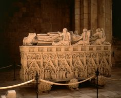 Mosteiro de Alcobaça ... tomb of D.Pedro, close by the tomb of D. Inês, considered Queen after Death ... a great love story!