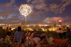Fireworks over the Stone Arch Bridge on the 4th of July (by Justin Evidon, 2007)