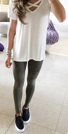 White laced up top / dark skinny denim / black sneakers black leggings outfit summer, Casual Leggings Outfit, Legging Outfits, Black Leggings Outfit Summer, Nike Outfits, Spring Work Outfits, Spring Outfits Women, Summer Fashion Outfits, Casual Summer Outfits, Fall Outfits