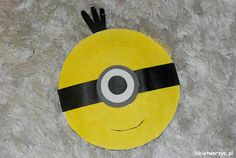 Still don't have enough of minions? You can make one more! This time from a paper plate!  #bajka #DIY #filmanimowany #instrukcja #jajko #jakzrobić #krokpokroku #lubietworzyc #minionki #rękodzieło #sposóbwykonania #zdjęcia #zróbtosam #minions #movie #surprise #kindersurprise #howto #instruction #losminions #小小兵 #電影 #paper  #plate #paperplate #talerz   #papierowy   #papel