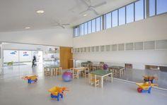 El edificio construido por la municipalidad de Santa Fe tiene como objetivo vincular la comunidad educativa con los vecinos del barrio.