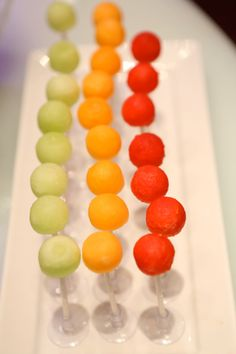 Melones y sandía en chupachups / Melon balls on a stick are a fun way to serve kids food
