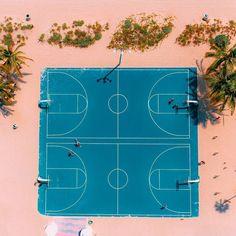 "10 mil curtidas, 30 comentários - HYPEBEAST (@hypebeast) no Instagram: ""Follow @hypecourts: Beach ball. Photo: @flye_drones"""