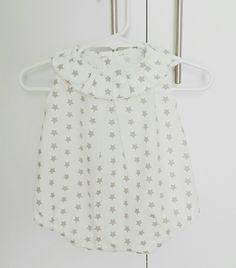 Pelele bebé algodón blanco y estampado estrellas gris/beige