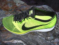 cheap for 2014 winter! Nike Id Shoes, Nike Free Shoes, Running Shoes For Men, Sports Shoes, Nike Fuel Band, Girls Wearing Jordans, Fleet Feet, Nike Flyknit Racer, Running Shoe Reviews