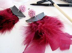 Orecchini perno fiore rosa e piume perno di RobertaParlapiano