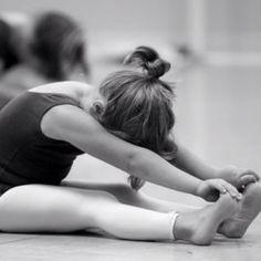 Óin, que fofinha a Mari se alongando pro balet :)