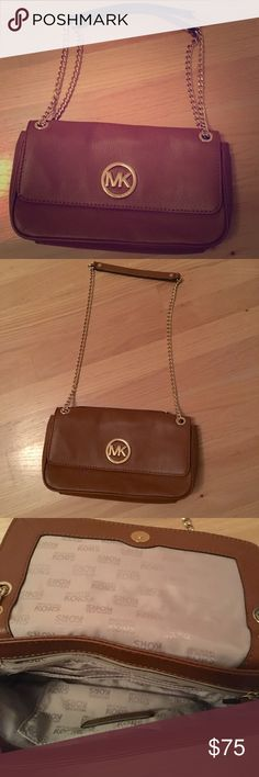 SOLD! Michael Kors Purse Leather purse. Great condition. Very roomy. Never been used! Credit card slots and a pocket on the inside. Pocket on the back of the purse, too! Lining and leather is unblemished. Make me an offer! Michael Kors Bags Shoulder Bags