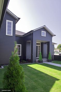 This dark blue weatherboard home is incredibly striking Weatherboard Exterior, Grey Exterior, Exterior House Colors, Exterior Design, Exterior Paint, Style At Home, Dark House, Facade House, House Facades