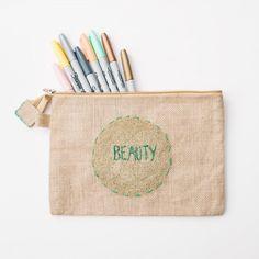 {DIY} Glitter Spray Paint Bag | www.gimmesomestyleblog.com